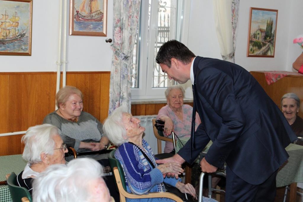 Gradonačelnik Franković, zamjenica Tepšić i savjetnica Muratti u posjeti domova za starije i nemoćne